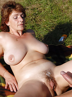 Moms Cumshot Pics