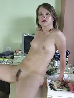Small Tits Moms Pics